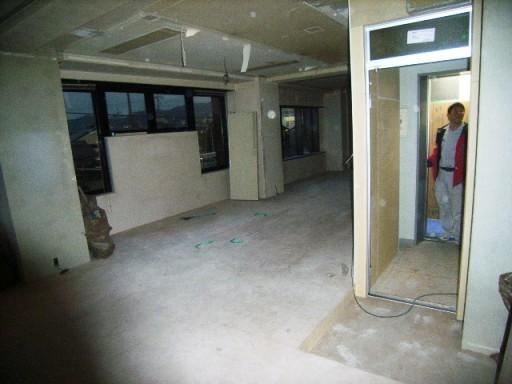 2階(夕方)玄関サッシ取付.JPG