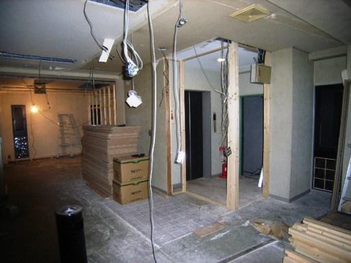 2階(夕方)玄関廻り壁工事.JPG