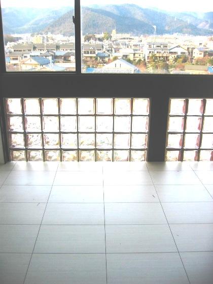 5F 東側 床タイル貼り.JPG