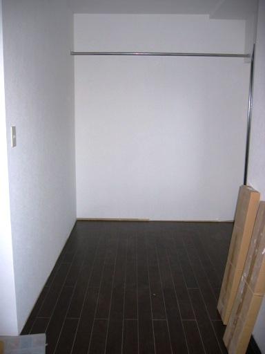 3F東側 床タイル貼り工事.JPG